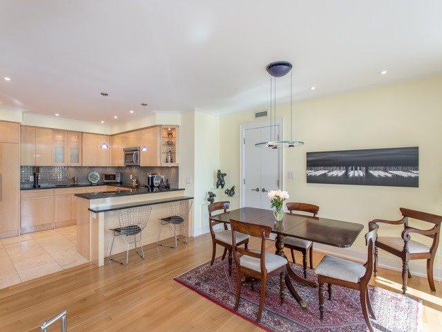 Condo Apartment at 500 Avenue Rd, Unit 707, Toronto, Ontario. Image 17