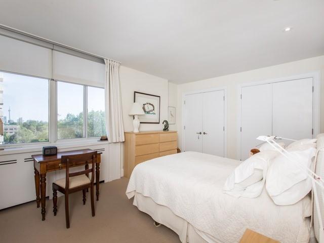 Condo Apartment at 500 Avenue Rd, Unit 707, Toronto, Ontario. Image 3