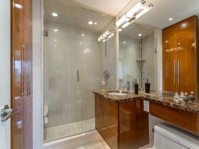 Condo Apartment at 500 Avenue Rd, Unit 707, Toronto, Ontario. Image 4