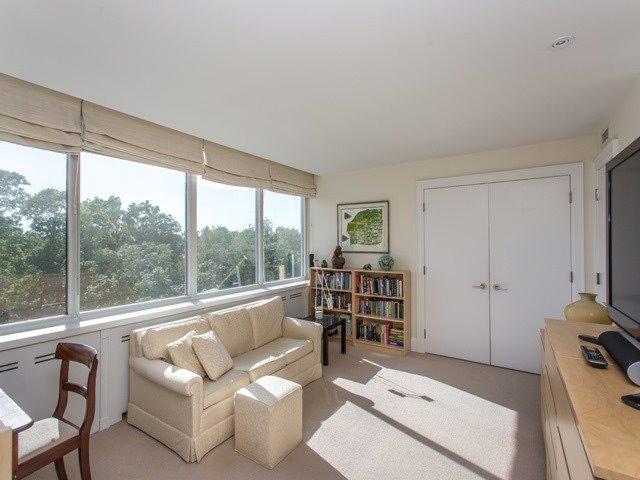 Condo Apartment at 500 Avenue Rd, Unit 707, Toronto, Ontario. Image 6