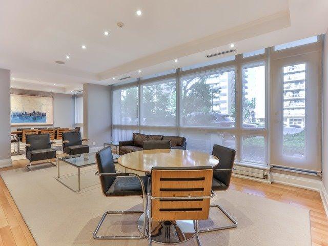 Condo Apartment at 500 Avenue Rd, Unit 707, Toronto, Ontario. Image 9