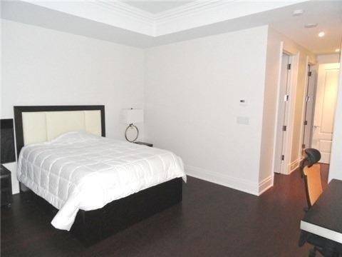 Condo Apartment at 55 Scollard St, Unit 703, Toronto, Ontario. Image 5