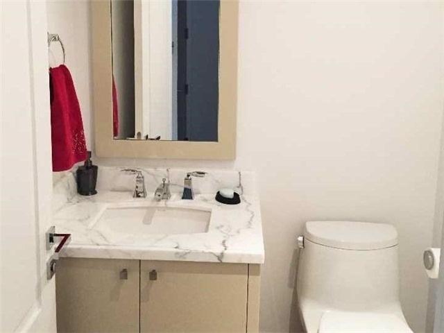 Condo Apartment at 55 Scollard St, Unit 703, Toronto, Ontario. Image 7