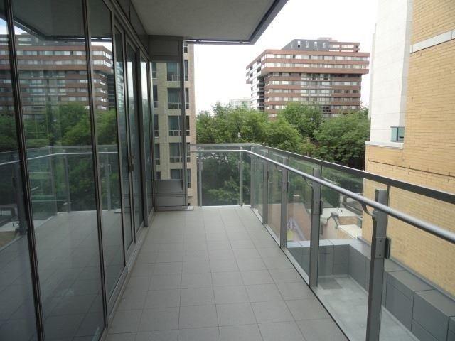 Condo Apartment at 55 Scollard St, Unit 703, Toronto, Ontario. Image 8