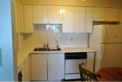 Condo Apartment at 222 Spadina Ave, Unit 819, Toronto, Ontario. Image 3