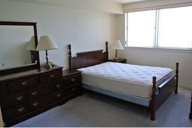 Condo Apartment at 222 Spadina Ave, Unit 819, Toronto, Ontario. Image 4