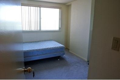 Condo Apartment at 222 Spadina Ave, Unit 819, Toronto, Ontario. Image 5