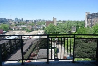 Condo Apartment at 222 Spadina Ave, Unit 819, Toronto, Ontario. Image 8