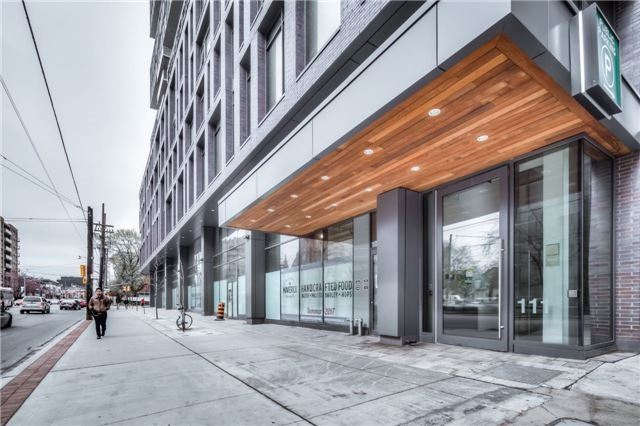 Condo Apartment at 111 Bathurst St, Unit 1010, Toronto, Ontario. Image 2