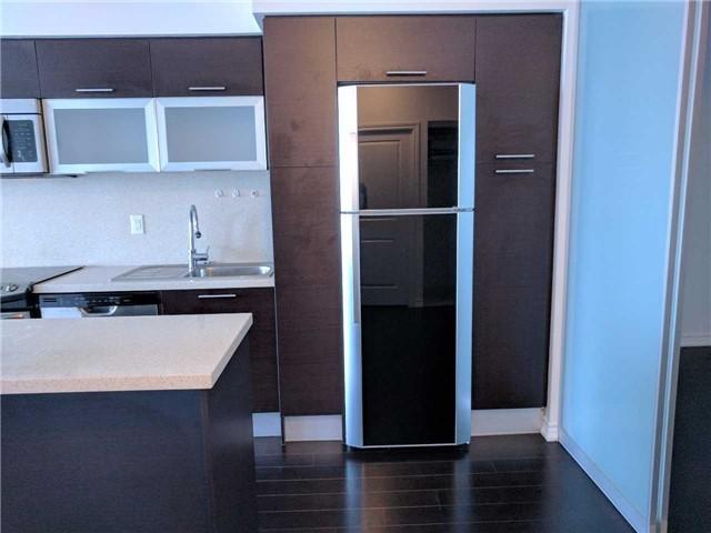 Condo Apartment at 386 Yonge St, Unit 2804, Toronto, Ontario. Image 9