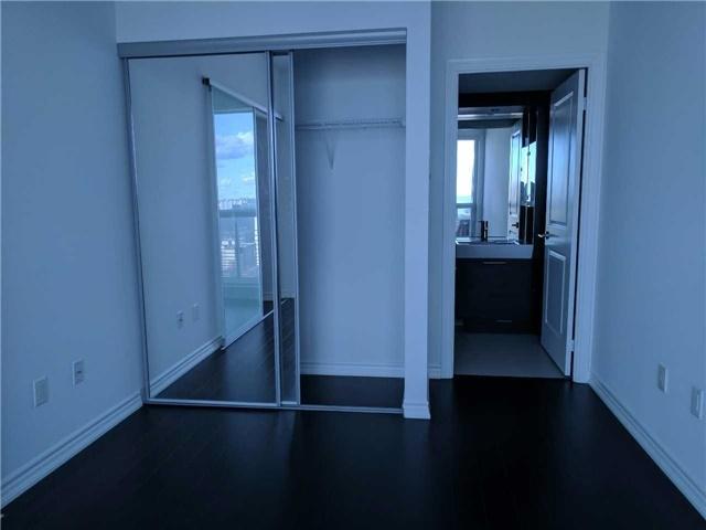 Condo Apartment at 386 Yonge St, Unit 2804, Toronto, Ontario. Image 11