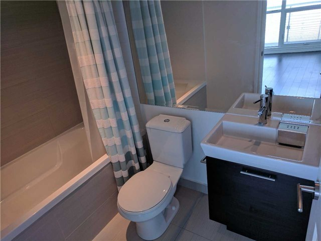 Condo Apartment at 386 Yonge St, Unit 2804, Toronto, Ontario. Image 12