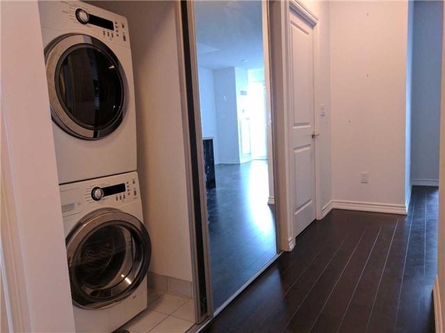 Condo Apartment at 386 Yonge St, Unit 2804, Toronto, Ontario. Image 5
