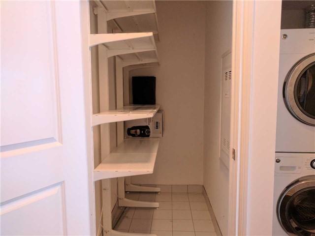 Condo Apartment at 386 Yonge St, Unit 2804, Toronto, Ontario. Image 6