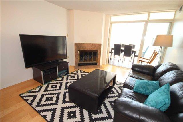 Condo Apartment at 701 King St W, Unit 914, Toronto, Ontario. Image 10