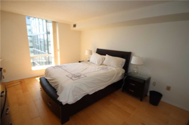 Condo Apartment at 701 King St W, Unit 914, Toronto, Ontario. Image 3