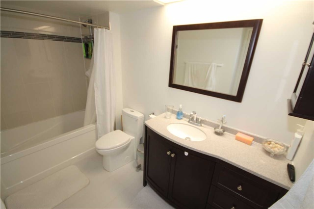 Condo Apartment at 701 King St W, Unit 914, Toronto, Ontario. Image 4