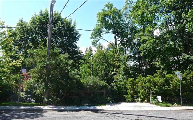 Detached at 12 Millbank Ave, Toronto, Ontario. Image 12