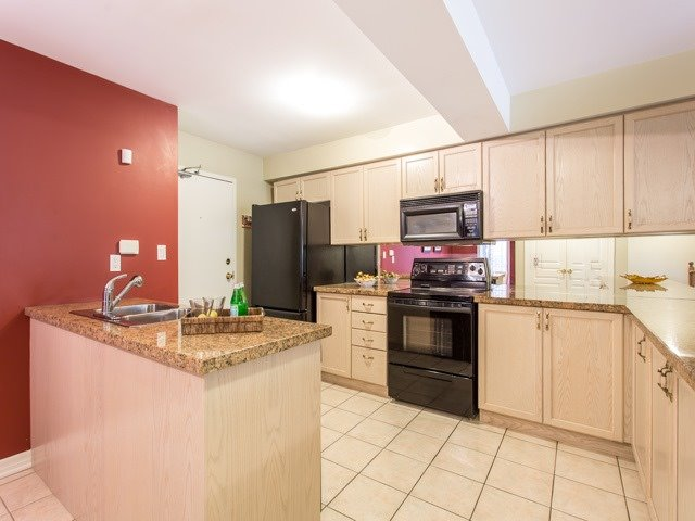 Condo Townhouse at 118 Finch Ave W, Unit 17, Toronto, Ontario. Image 4