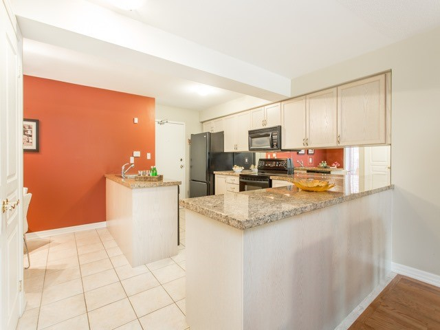 Condo Townhouse at 118 Finch Ave W, Unit 17, Toronto, Ontario. Image 5