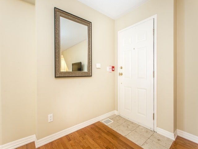 Condo Townhouse at 118 Finch Ave W, Unit 17, Toronto, Ontario. Image 6