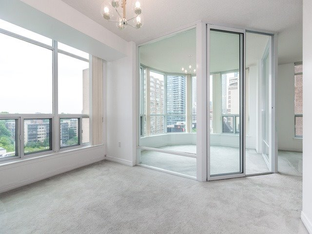 Condo Apartment at 942 Yonge St, Unit 701, Toronto, Ontario. Image 4