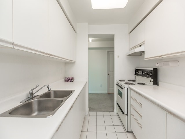 Condo Apartment at 942 Yonge St, Unit 701, Toronto, Ontario. Image 6