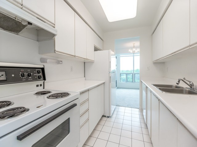 Condo Apartment at 942 Yonge St, Unit 701, Toronto, Ontario. Image 7