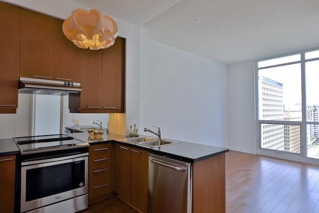 Condo Apartment at 1121 Bay St, Unit 1903, Toronto, Ontario. Image 16