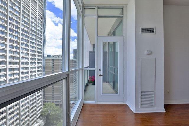 Condo Apartment at 1121 Bay St, Unit 1903, Toronto, Ontario. Image 3