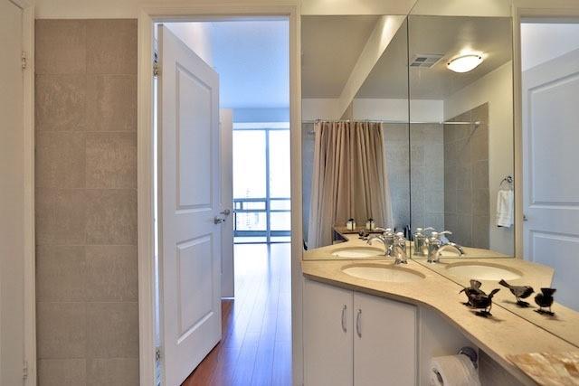 Condo Apartment at 1121 Bay St, Unit 1903, Toronto, Ontario. Image 8