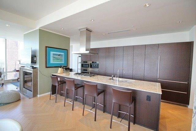 Condo Apartment at 180 University Ave, Unit 5804, Toronto, Ontario. Image 14