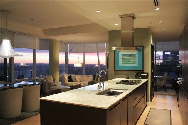 Condo Apartment at 180 University Ave, Unit 5804, Toronto, Ontario. Image 15