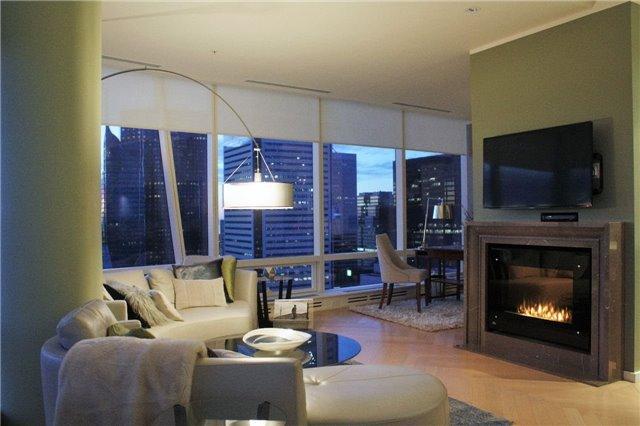 Condo Apartment at 180 University Ave, Unit 5804, Toronto, Ontario. Image 18