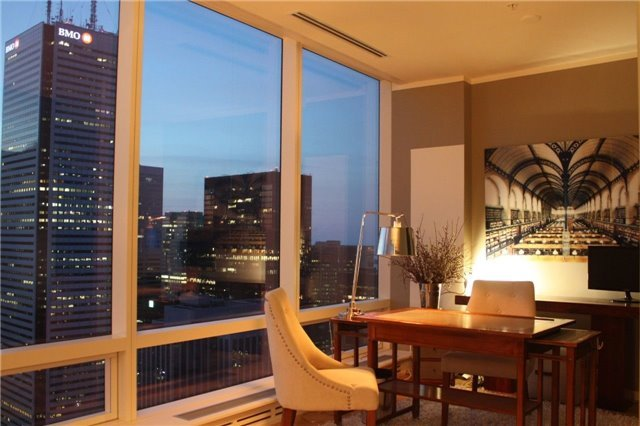 Condo Apartment at 180 University Ave, Unit 5804, Toronto, Ontario. Image 19