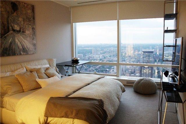 Condo Apartment at 180 University Ave, Unit 5804, Toronto, Ontario. Image 2