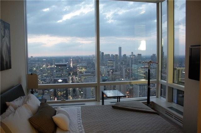 Condo Apartment at 180 University Ave, Unit 5804, Toronto, Ontario. Image 4