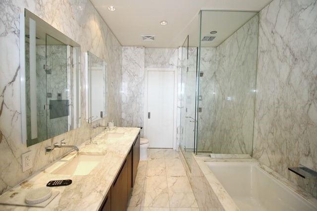 Condo Apartment at 180 University Ave, Unit 5804, Toronto, Ontario. Image 5