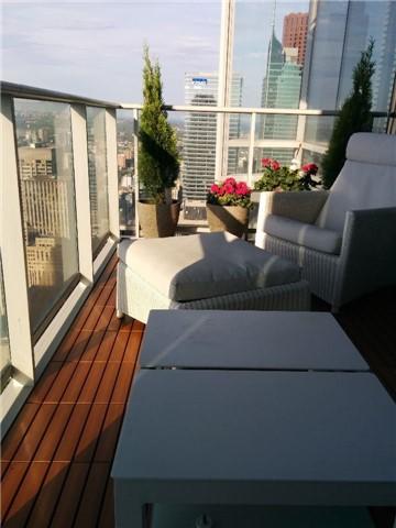 Condo Apartment at 180 University Ave, Unit 5804, Toronto, Ontario. Image 7
