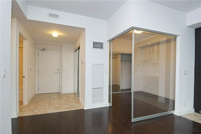 Condo Apartment at 14 York St, Unit 1001, Toronto, Ontario. Image 17