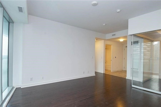 Condo Apartment at 14 York St, Unit 1001, Toronto, Ontario. Image 18