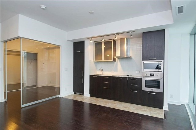 Condo Apartment at 14 York St, Unit 1001, Toronto, Ontario. Image 20