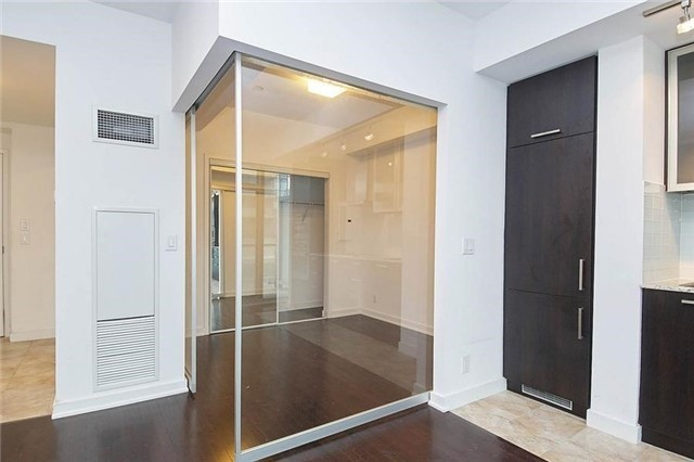 Condo Apartment at 14 York St, Unit 1001, Toronto, Ontario. Image 2
