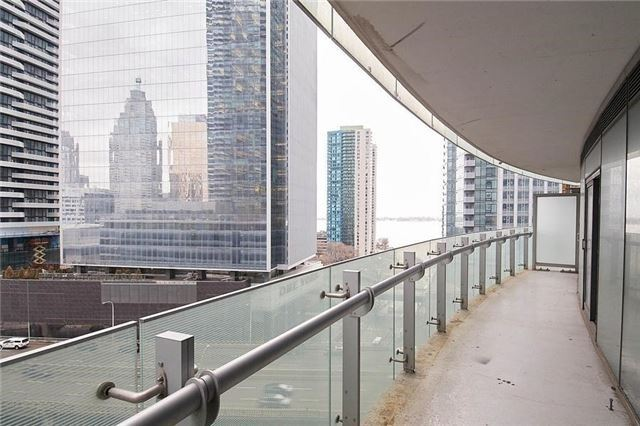 Condo Apartment at 14 York St, Unit 1001, Toronto, Ontario. Image 3