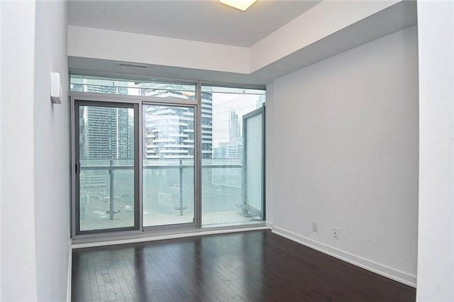 Condo Apartment at 14 York St, Unit 1001, Toronto, Ontario. Image 5