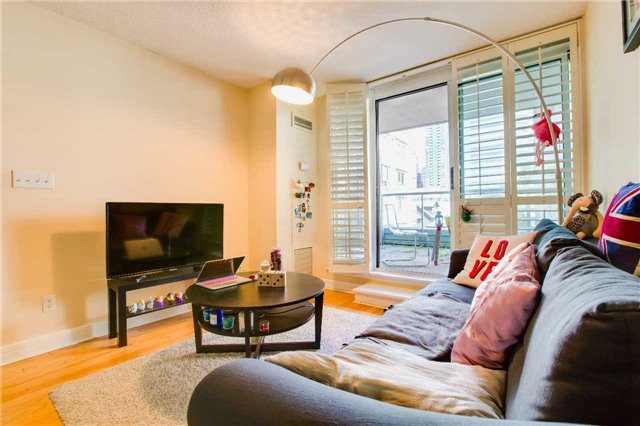 Condo Apartment at 16 Harrison Garden Blvd, Unit 201, Toronto, Ontario. Image 18