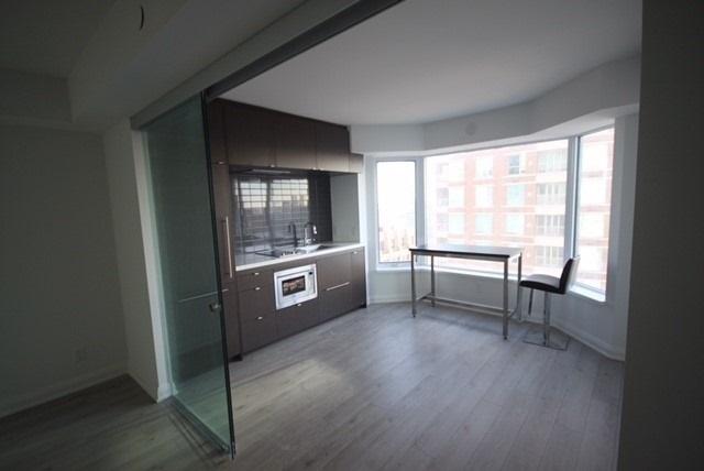Condo Apartment at 155 Yorkville Ave, Unit 1916, Toronto, Ontario. Image 13
