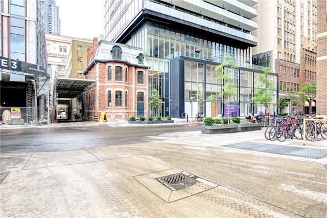 Condo Apartment at 15 Grenville St, Unit 603, Toronto, Ontario. Image 1