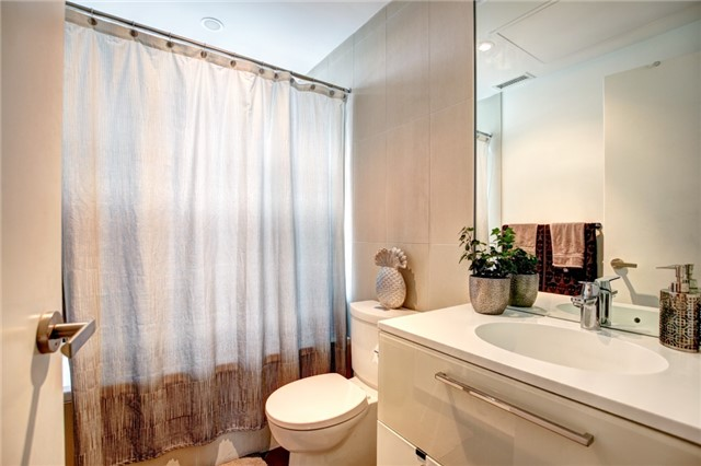 Condo Apartment at 15 Grenville St, Unit 603, Toronto, Ontario. Image 15