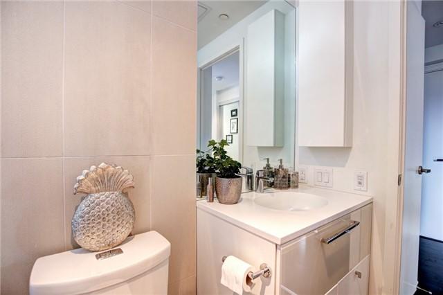 Condo Apartment at 15 Grenville St, Unit 603, Toronto, Ontario. Image 16